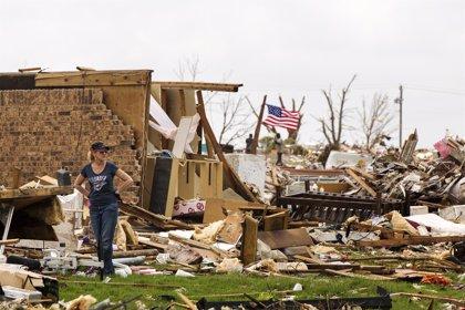 Un fuerte tornado barre el este de Oklahoma y provoca la muerte de una persona