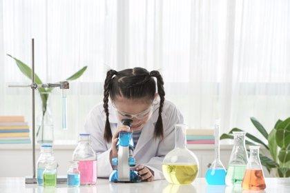 Niños y niñas igualmente hábiles para las ciencias