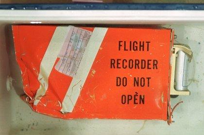 ¿Cómo funciona la caja negra de un avión?