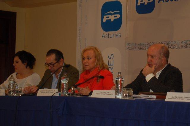 Mercedes Fernández, en el centro