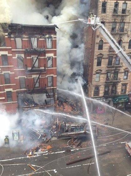 El derrumbe de un edificio en Nueva York deja varias personas heridas y atrapadas