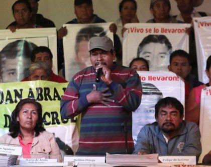 Nueva marcha recorre México DF con motivo de los seis meses de la desaparición de los 43 'normalistas'