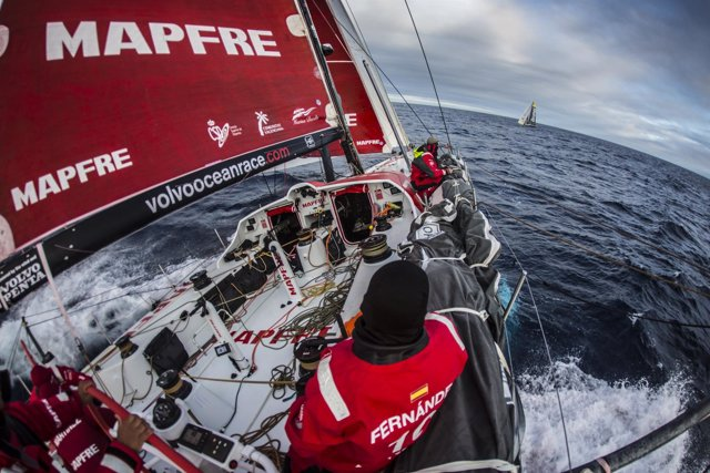 El 'MAPFRE' se cruza con el 'Brunel' en el Oceáno Sur