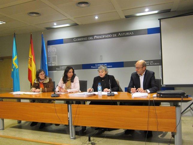 González, (segunda por la derecha) haciendo el balance de su gestión.