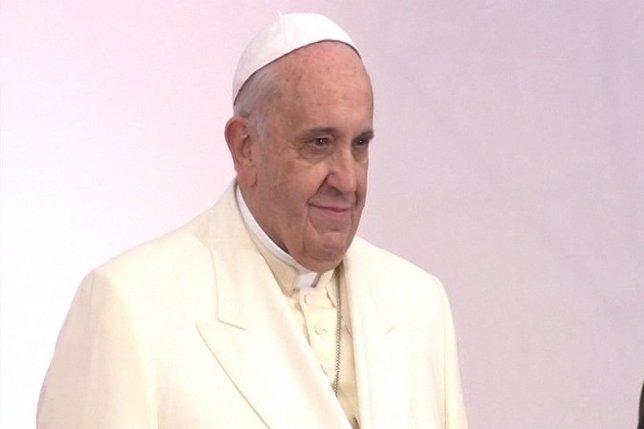Subastan el iPad del Papa Francisco en Montevideo
