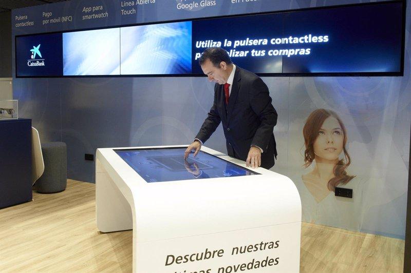 Caixabank estrena un nuevo concepto de oficina for Oficinas caixabank valencia