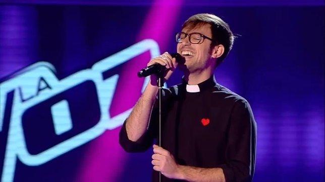 El Padre Damián se apunta a 'La Voz' y sale triunfante en las audiciones a ciega