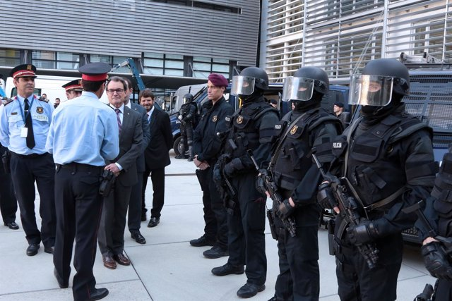 Artur Mas en la visita al Complejo Central de Mossos d'Esquadra