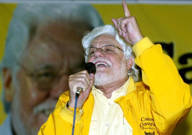Colombian presidential candidate Carlos Gaviria gives a speech during a rally in