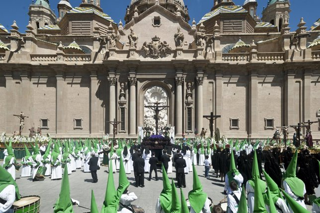 Preocesión de las Siete Palabras en la Plaza del Pilar