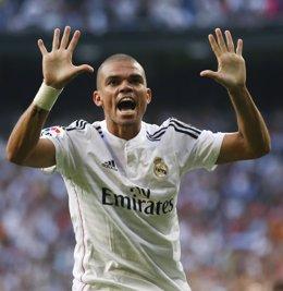 Pepe celebra un gol con el Real Madrid
