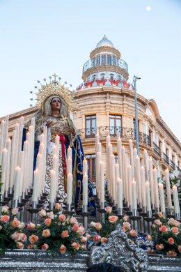 Procesión del Cristo del Amor a su paso por al Casa de las Mariposas