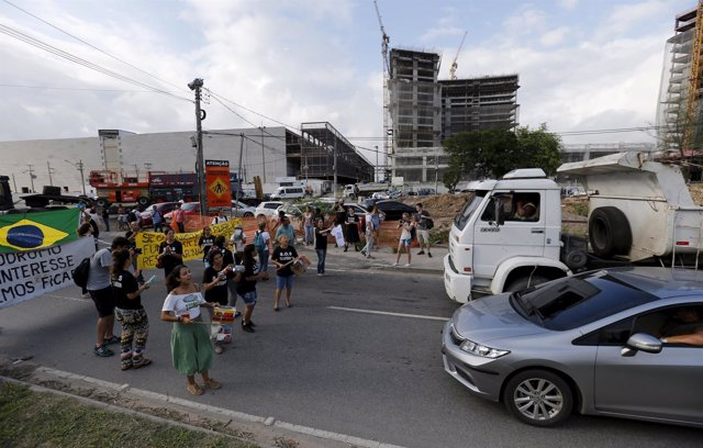 Residentes de una favela de Río de Janeiro protestan contra los Juegos Olímpicos