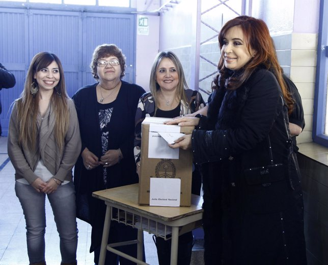 Cristina Fernández Kirchner Vota En Las Elecciones