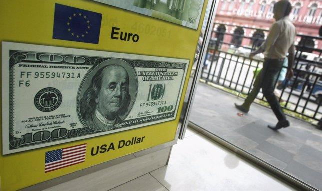 El dólar cayó el jueves desde un máximo de siete semanas contra el yen pero regi