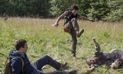 """The Walking Dead: Norman Reedus dice que Los Lobos son """"un grupo de Daryls"""""""