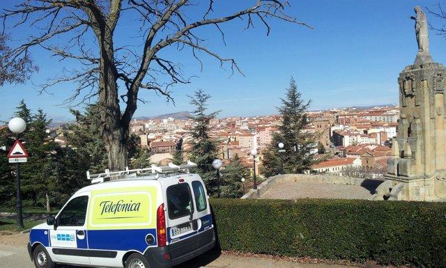 Furgoneta de Telefónica en Soria
