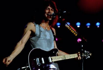 10 salvajes solos de guitarra que te trituran el alma