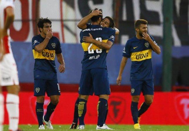 Boca Juniors vence por 2-0 ante Huracán