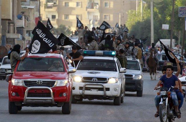 Vehículos del Estado Islámico en Raqqa