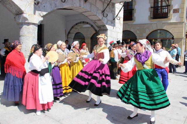Bailes regionales en Laredo