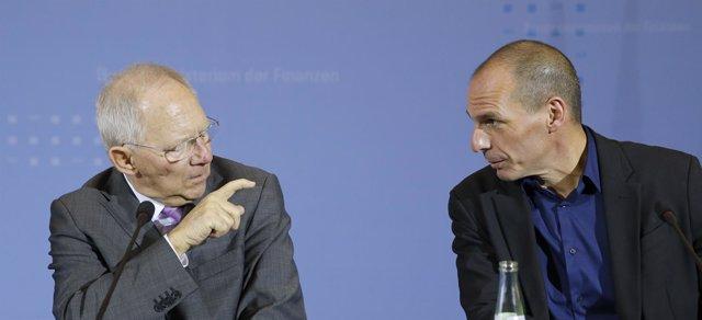 Los ministros de Finanzas alemán y griego, Schaeuble y Varoufakis