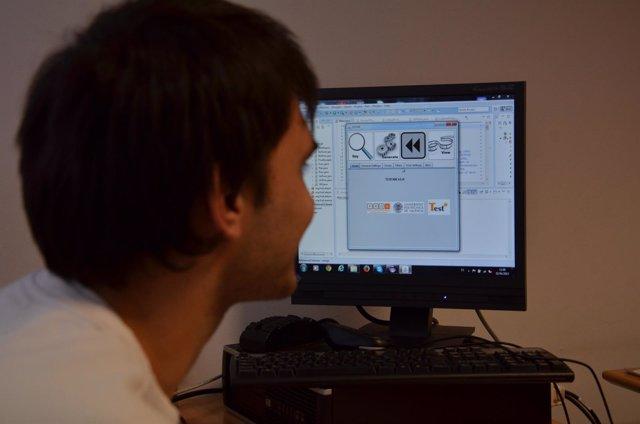 Software visualizado por un investigador