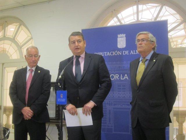 Sanz interviene ante los medios en Almería