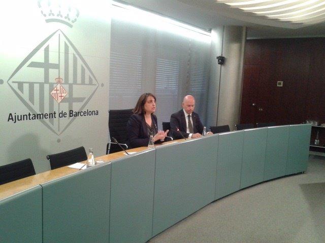 La teniente de alcalde, Sònia Recasens, y el director general Albert Carné