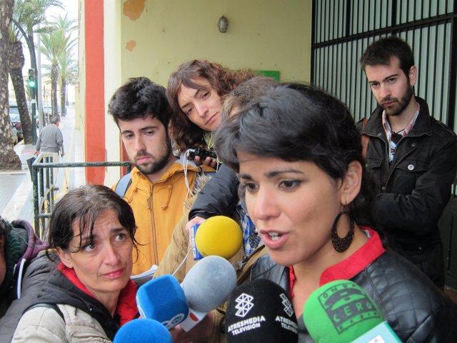 Teresa Rodríguez en declaraciones a los medios en Cádiz
