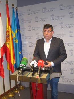 El portavoz del PSOE en el Ayuntamiento de Gijón, Santiago Martinez  Argüelles.