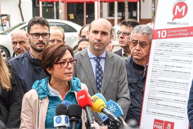 La candidata del PSOE a la Alcaldía, María Gámez, junto a otros candidatos