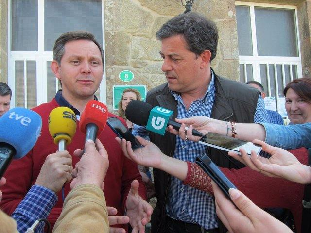 José Miñones, candidato del PSOE en Ames, y José Ramón Gómez Besteiro (PSdeG)