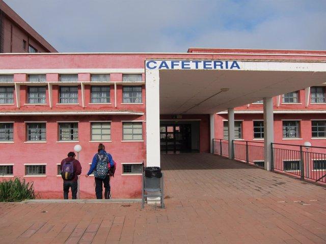 Cafetería frente a la Biblioteca de la UPO
