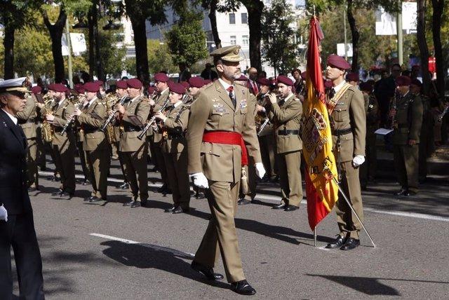 El Rey Felipe VI pasa revista a las tropas