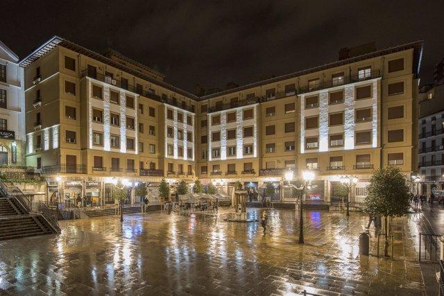 Plaza de Unamuno iluminada Bilbao