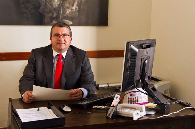 Fernando Llopis en su despacho