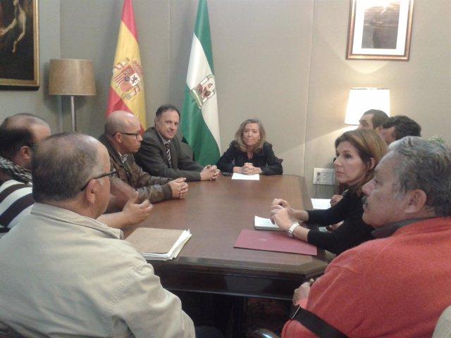 La Delegación del Gobierno en Andalucía recibe a los almadraberos gaditanos