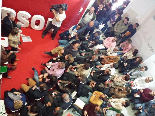 Irene García junto a los secretarios generales y candidatos en la sede del PSOE