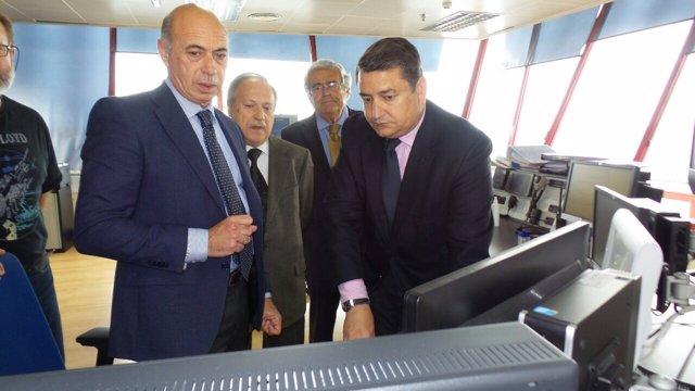 Sanz visita el centro coordinador de Salvamento en Almería