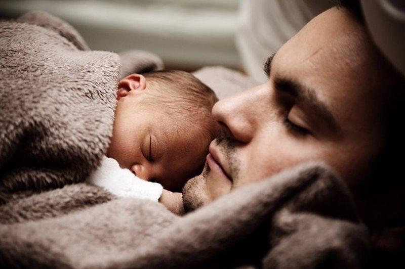 6 métodos infalibles para dormir a los bebés que han triunfado en YouTube (Vídeos)