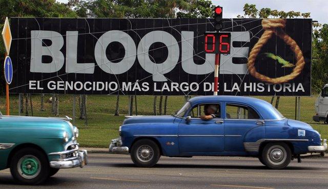 Coches circulando por las carreteras de La Habana.