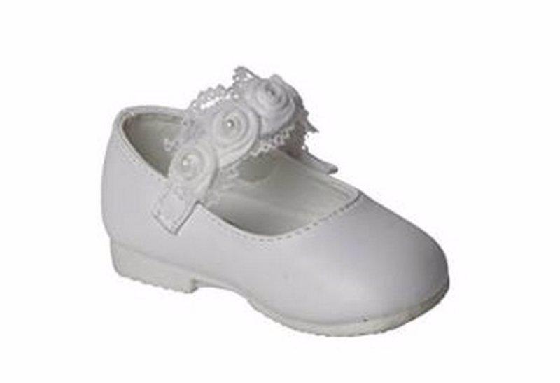 bf3b5579c Cinco zapatos ideales para el bautizo de tu bebé
