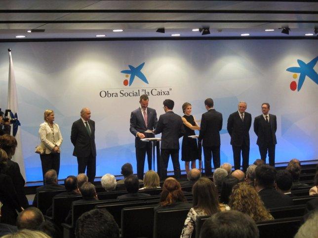 El Rey Felipe VI y la Reina Letizia entregan las Becas de La Caixa