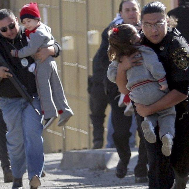 sicarios mexicanos narcotraficos mantan niños