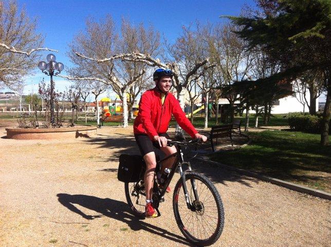 Lisandro Caravaca en su bicicleta