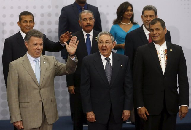 Heads of states join a family photo during the first plenary session of the Summ