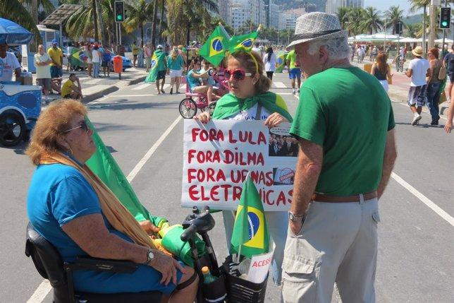 Manifestantes en Río de Janeiro