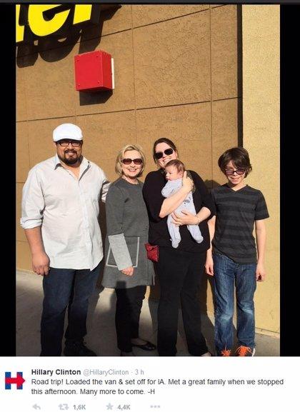 Clinton se dirige por carretera a Iowa para su primer acto de campaña