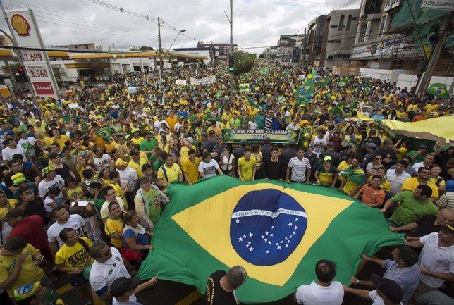 Manifestación contra Dilma Rousseff y el PT en Manaos